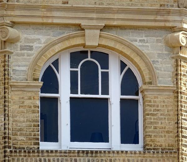 弧形复古断桥铝门窗
